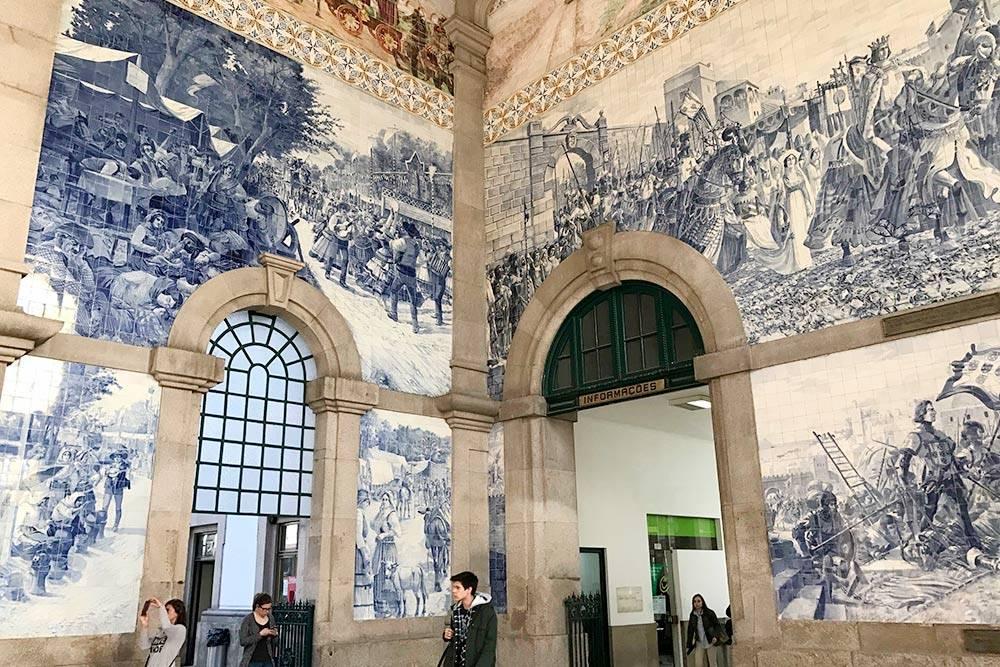 На мой взгляд, один из самых красивых вокзалов в мире — Сау-Бенту. Отсюда отправляются электрички до городов, расположенных преимущественно на севере страны. Чтобы попасть в Лиссабон, нужно доехать до вокзала Кампанья — это главный вокзал в Порту