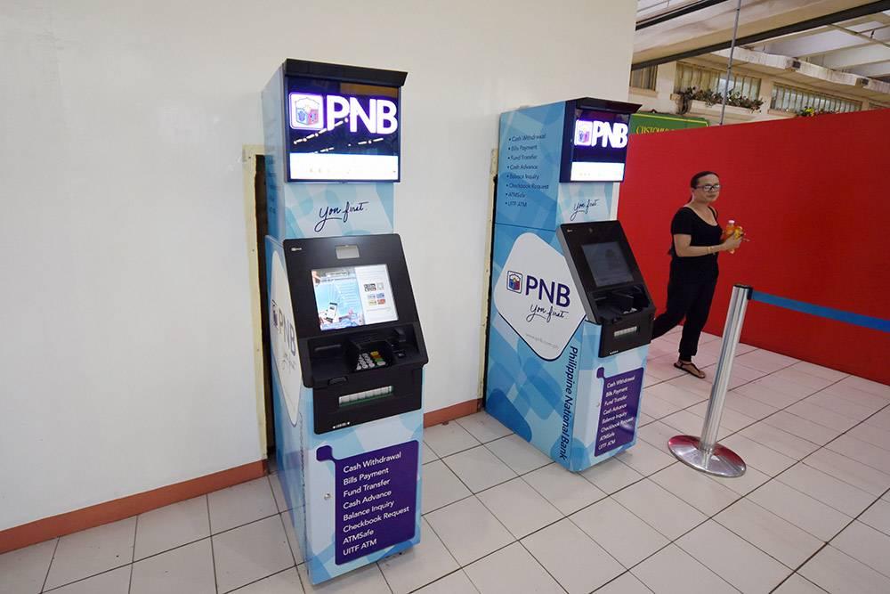 Банкоматы банка PNB в супермаркете в Давао