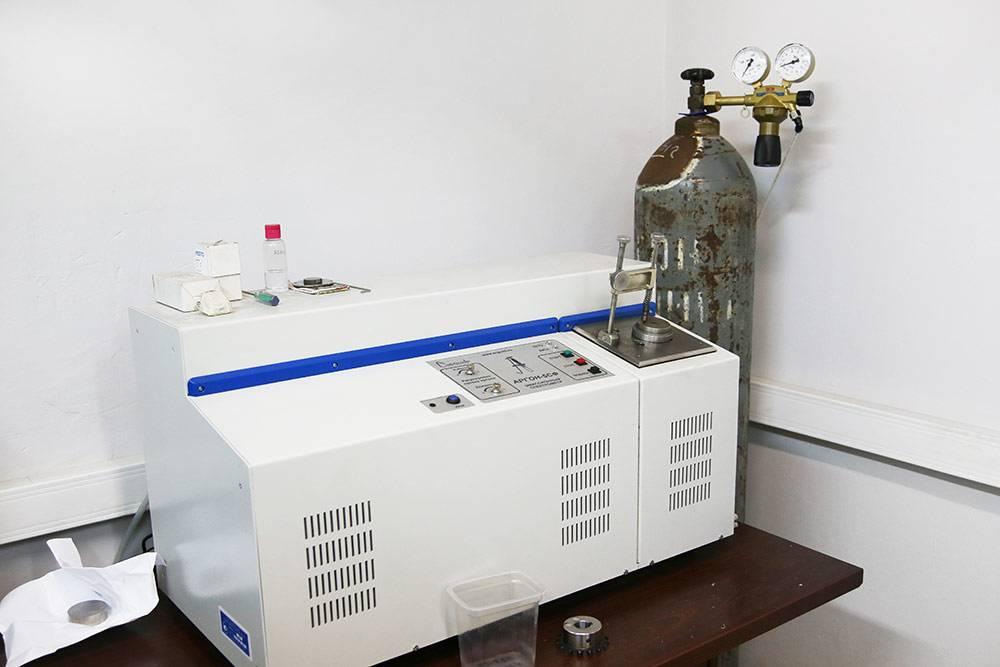 Спектрометр измеряет прочность материала принизких температурах