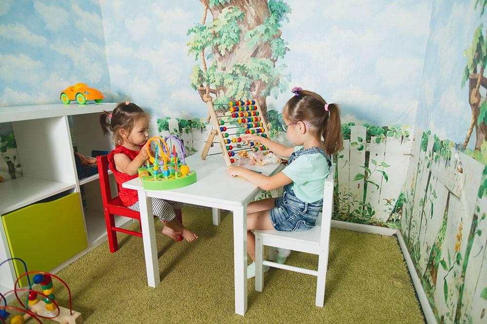 Детские уголки в студиях «Аква-класса». Конкуренты часто делают игровые зоны слишком большими. Сергей считает, что это невыгодно. Ребенка надо занять на полчаса — для этого достаточно нескольких квадратных метров