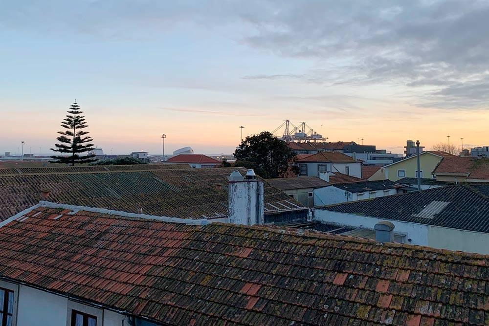 Вид из окон нашей первой португальской квартиры. Жаль, что в ней оказалась слишком холодно зимой