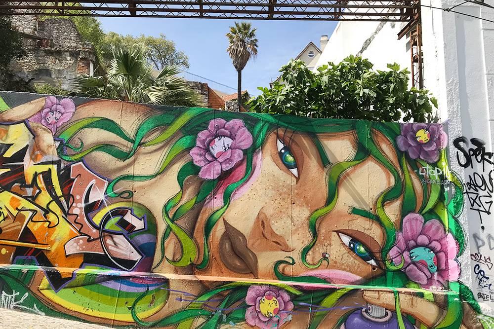 А еще в Лиссабоне много граффити