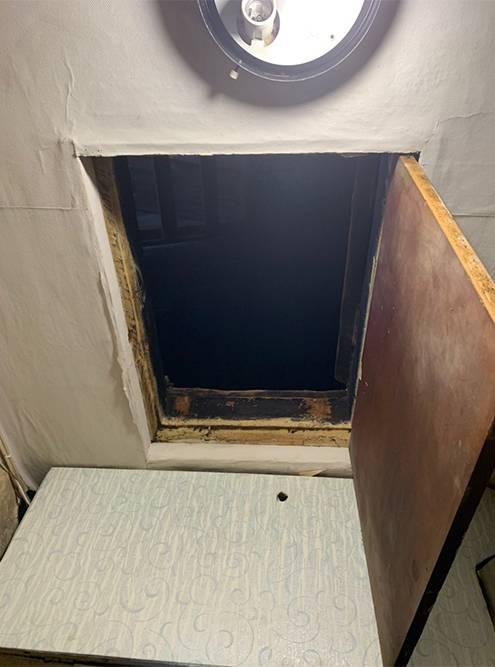 Таинственный лаз начердак прямо изпотолка вкоридоре квартиры
