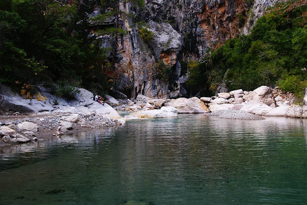 Зимой в каньоне малолюдно: за несколько часов мы встретили четырех человек