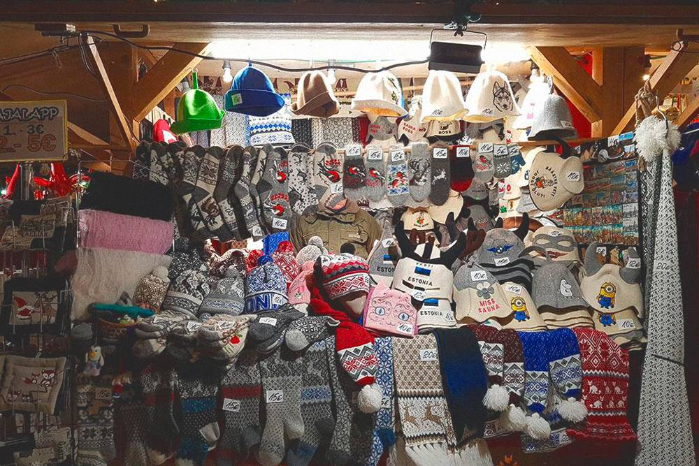 Сувениры на рождественском базаре по цене от 10 до 20€