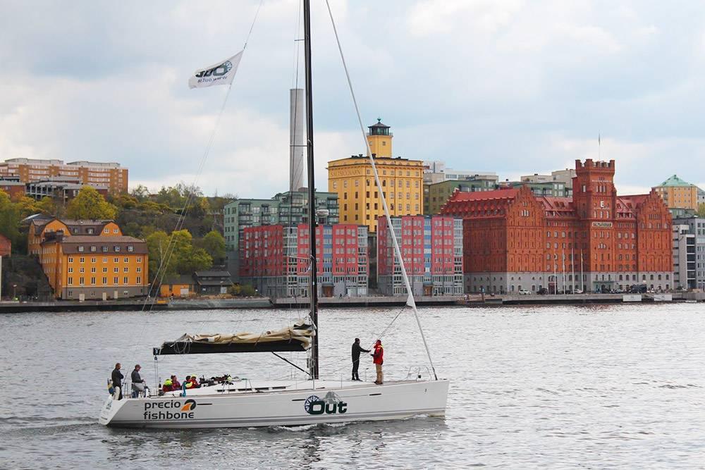 В городе много красивых мест у воды: это вид с виллы Вальдемарсудде на острове Юргорден. Живописный тихий парк спускается к водам Балтийского моря. Мимо то и дело проплывают парусники, катера и огромные паромы