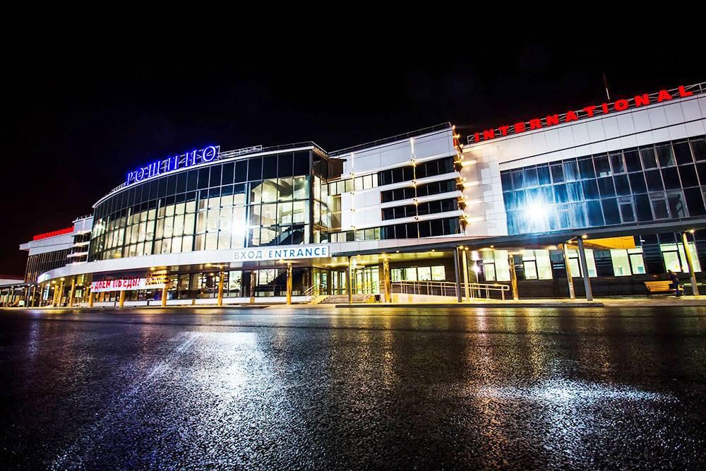 Забавный факт: аэропорт Рощино с 2019года носит также имя Дмитрия Менделеева, который родился в Тобольске и к Тюмени, в общем-то, отношения не имеет. Источник: Международный аэропорт Тюмень (Рощино)