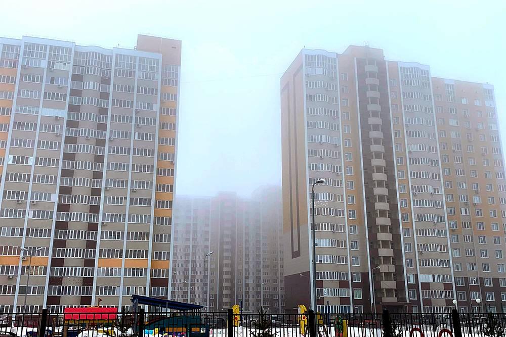 Жилой комплекс «Оренбуржье» расположен в Ленинском районе. Квартиру-студию в нем можно приобрести за 1,3—1,4млн рублей. Полноценная однокомнатная квартира обойдется в пределах 2,3млн