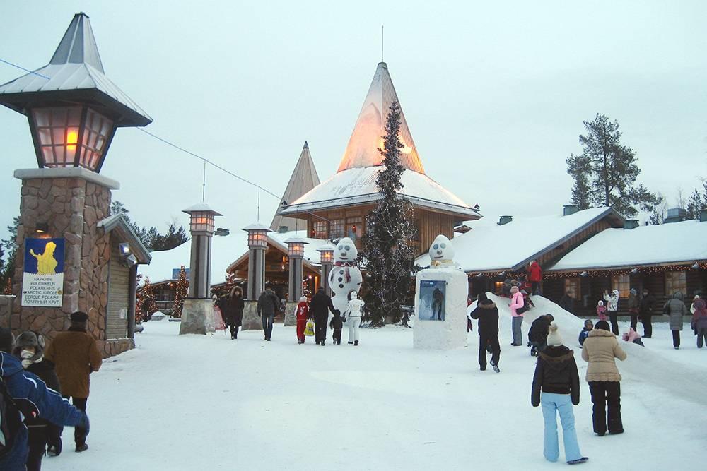 Деревня Санта-Клауса в финской Лапландии привлекает не только детей, но и взрослых, которые не успели увидеть Санту в детстве. Источник: frozenreindeer / Flickr