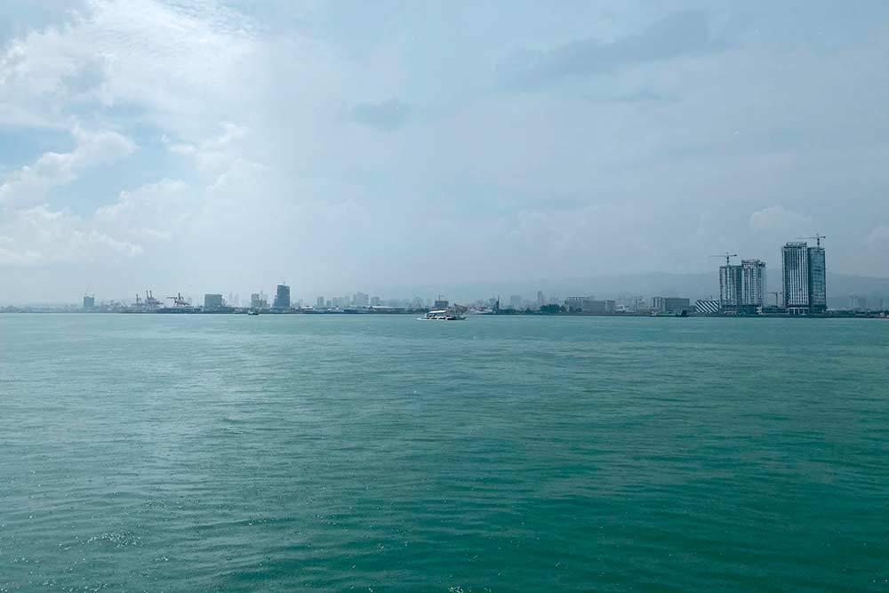 Берег Себу, куда причалило судно Магеллана «Виктория» в 1521году