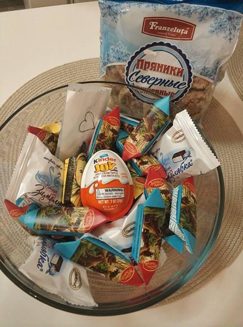 Мой муж скучал по российским сладостям. Я нашла славянский магазин и купила ему пряники, конфеты «Мишка на Севере», шоколад «Аленка» — он был счастлив