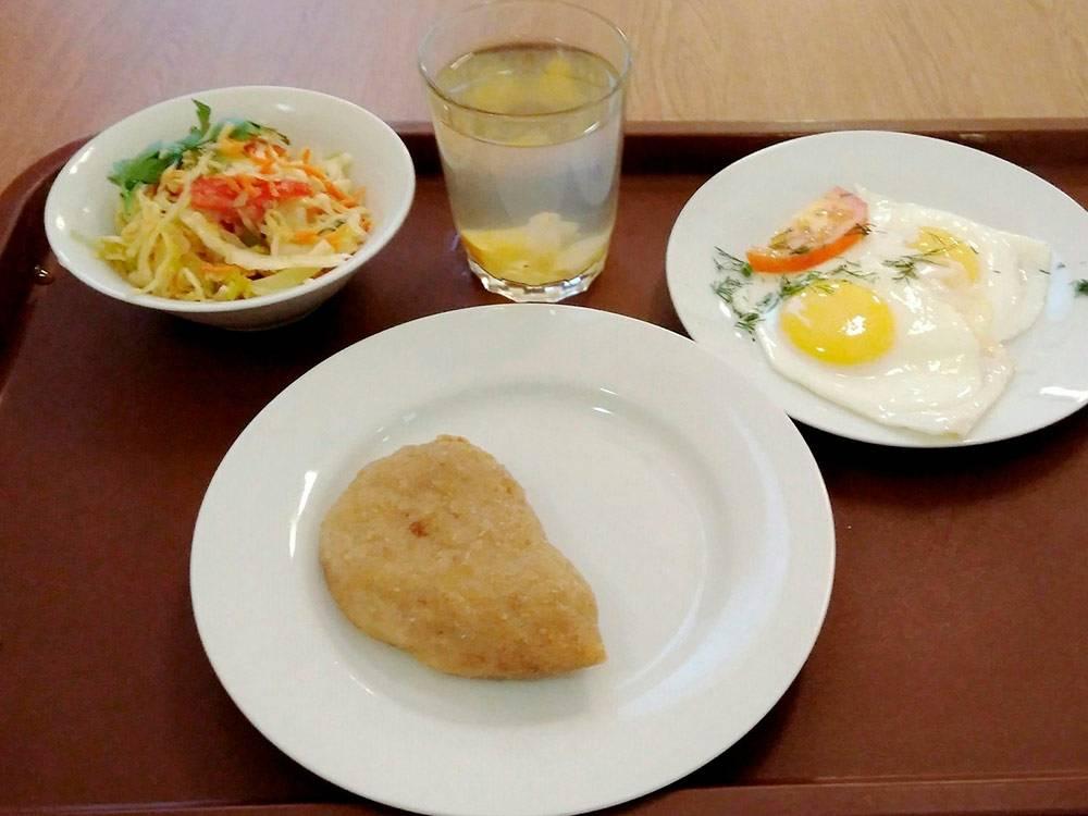 Такой завтрак в столовой МГУ обойдется в 100<span class=ruble>Р</span>