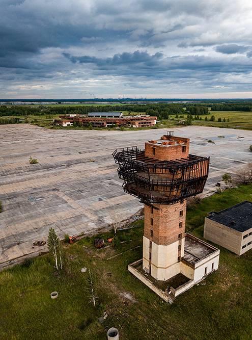 Аэропорт Федоровка начали строить в 1980-х. Проект много раз возобновляли, но что-то пошло не так