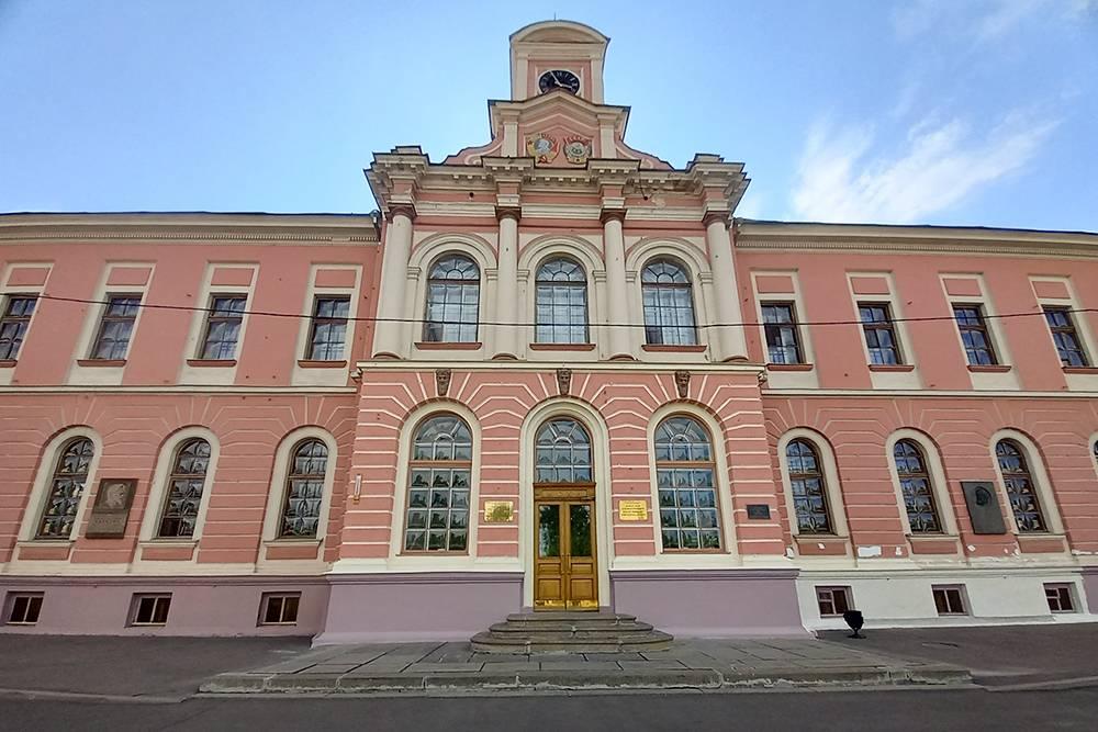Здания усадьбы Петровско-Разумовское находятся в удручающем состоянии. А это ведь наша история