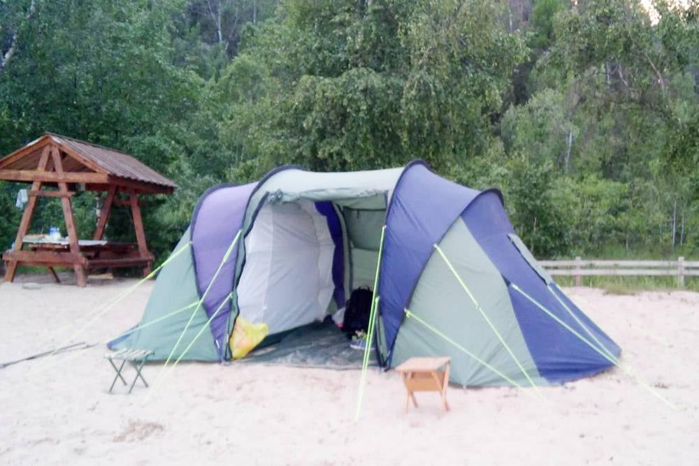 Мы с удовольствием прожили в такой палатке в бухте Сорожьей 3,5 дня. Дольше было бы многовато для такого отдыха: хотелось скорее вернуться в цивилизацию и принять душ