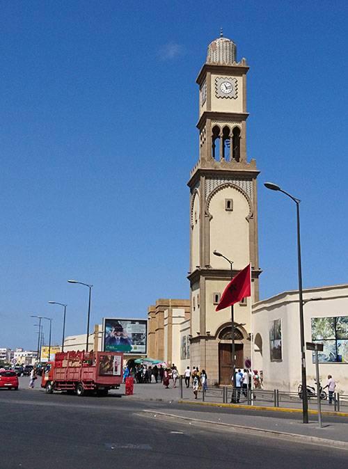 Часовая башня в Касабланке — одна из главных достопримечательностей города. Внутрь, к сожалению, войти нельзя