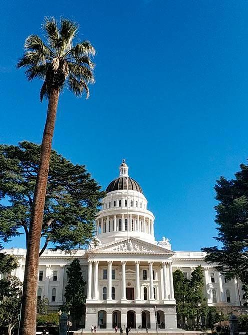 А Капитолий в Калифорнии — вашингтонский