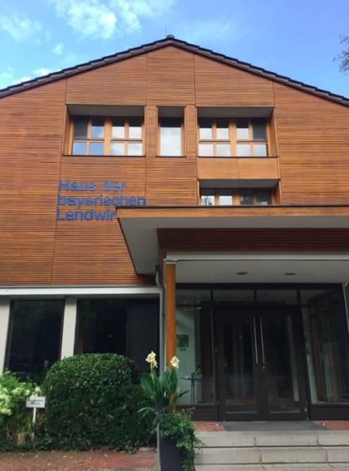 «Дом баварской агрокультуры» построили из натуральных экологичных материалов. В нем даже нет кондиционеров, потомучто они вредят окружающей среде