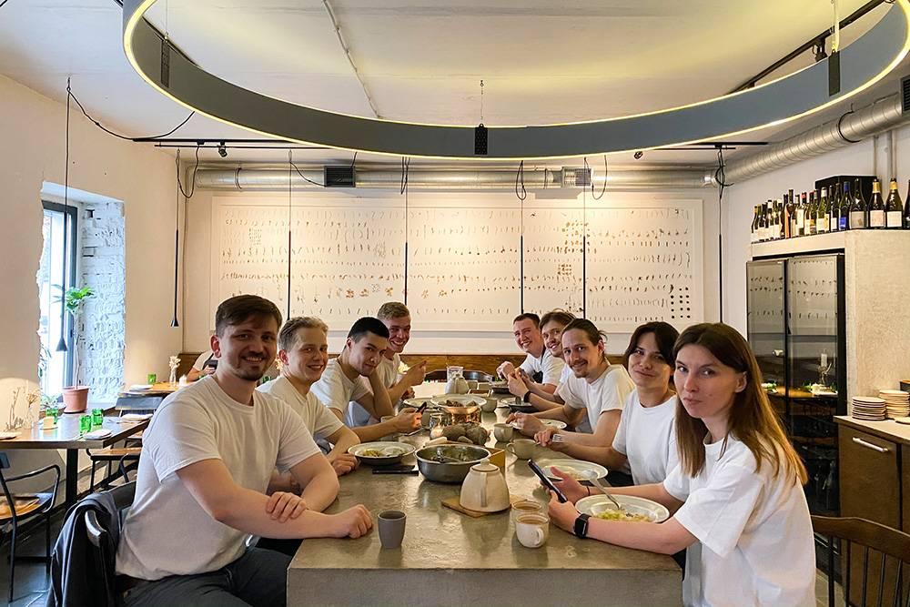 Команда Meal на обеденном перерыве