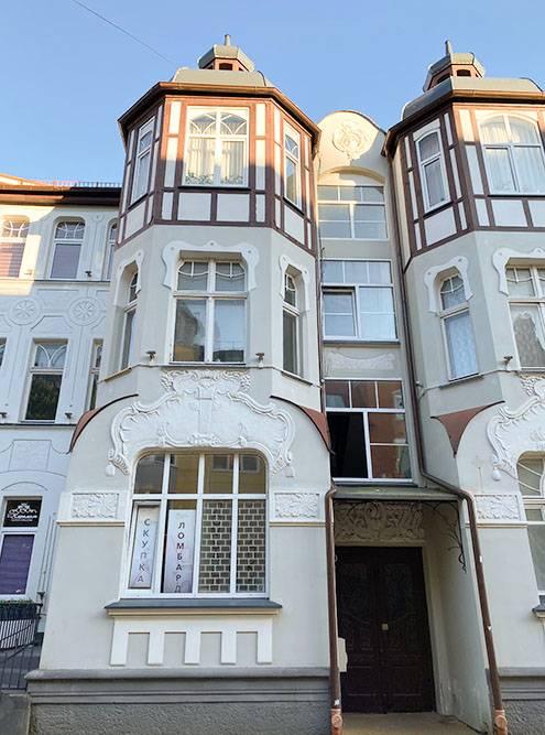 Дома в центре Зеленоградска в хорошем состоянии. Видно, что за внешним обликом города следят