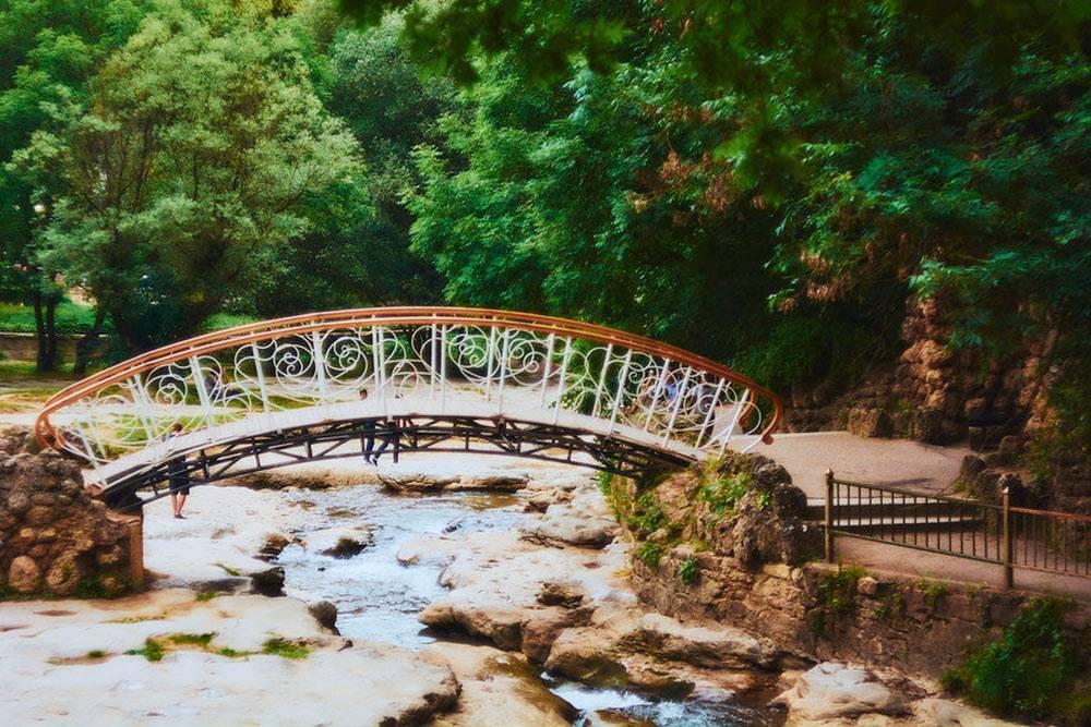 Легкую конструкцию несколько раз смывало наводнениями. В последний раз мост восстанавливали 50 лет назад. Фото: сайт Национального парка