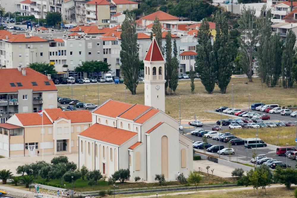 Церковь Святого Петра в новой части города