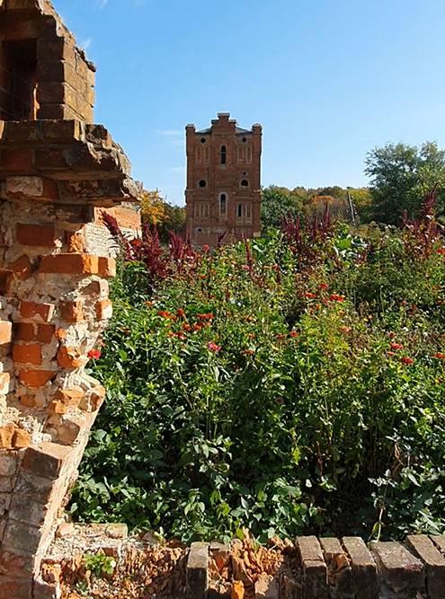 В 19 веке водонапорная башня выглядела как небольшой замок