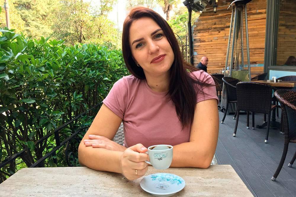 Мы с женой любили сходить в какое-нибудь соседнее кафе на чашку кофе по-батумски, пока дети были в школе и садике. Родители, которые растят детей безнянь и бабушек, нас поймут