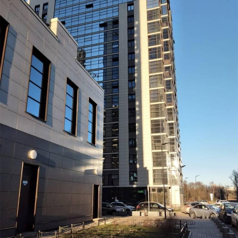 Здание, в котором я живу в Петербурге