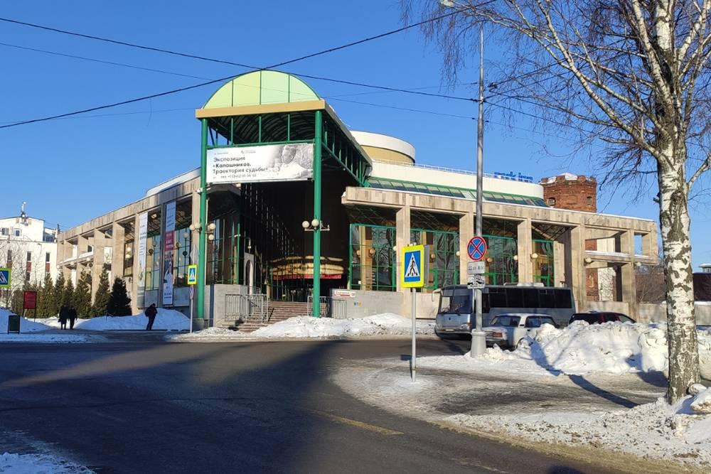 Музей работает с 11:00 до 19:00, перерыв — с 13:30 до 14:00