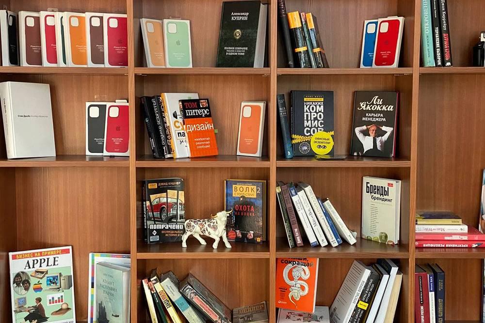 В офисе есть бесплатная библиотека
