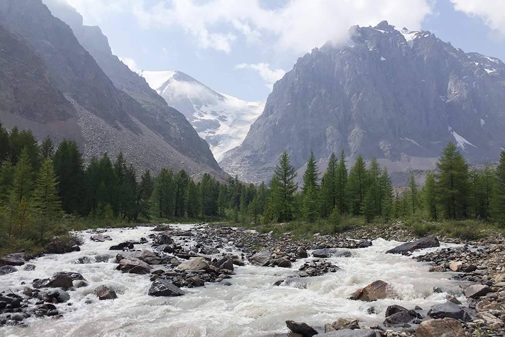 Дорога на ледник Большой Актру, его высота — 2840м над уровнем моря