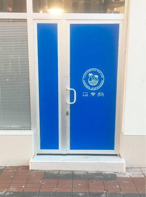 Я был первым клиентом в первом коворкинге Батуми, но почему-то успел сфоткать только дверь