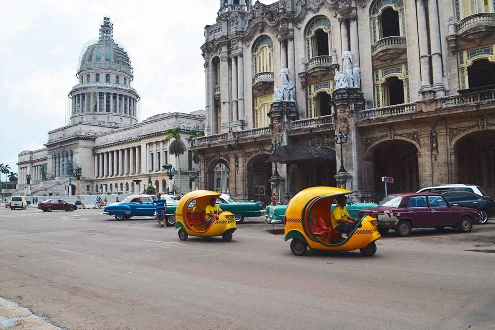 В Гаване популярны желтые коко-такси. Стоимость проезда зависит от дистанции — фиксированной стоимости нет. С таксистами можно торговаться