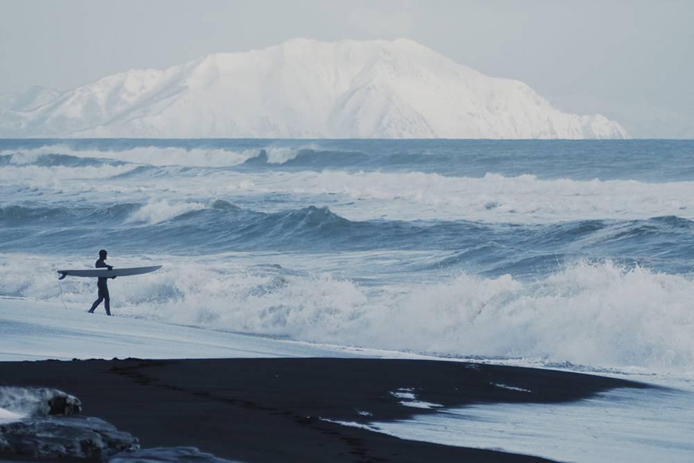 Зимой чаще серфят на Камчатке, но во Владивостоке тоже можно найти незамерзающие бухты. Источник: Анастасия Цуркина