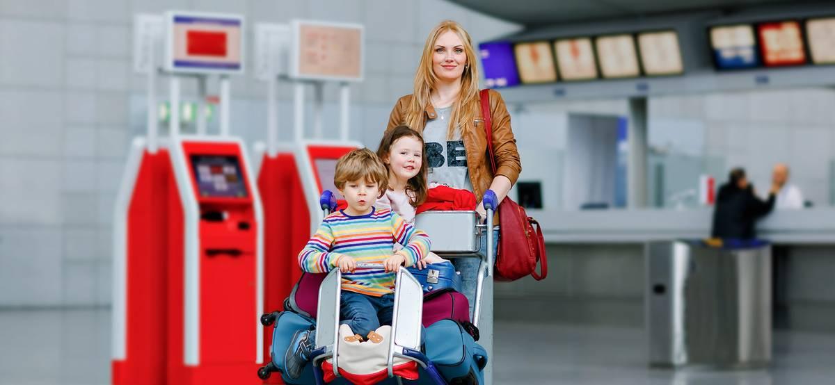 Семьям с детьми начали продавать льготные авиабилеты
