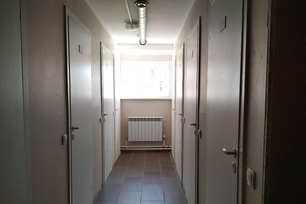 Кладовки в цокольном этаже есть не у всех. Они закрываются на ключ