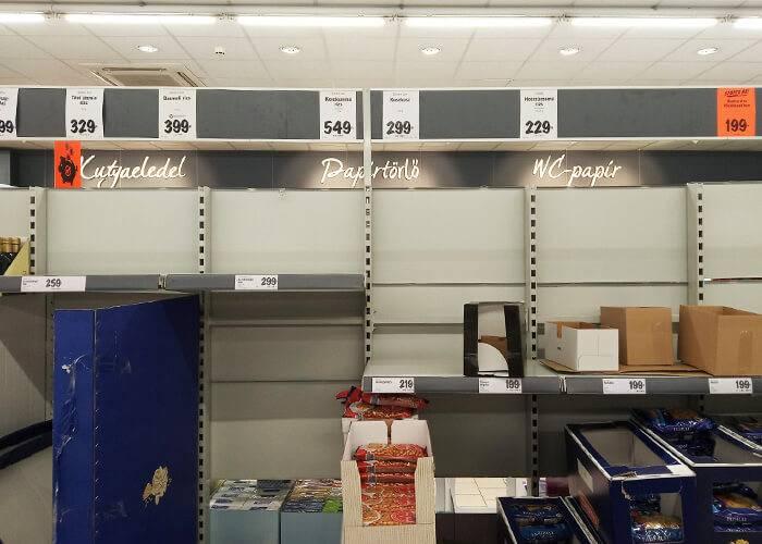 В магазинах многие полки пустуют. Раньше здесь был рис
