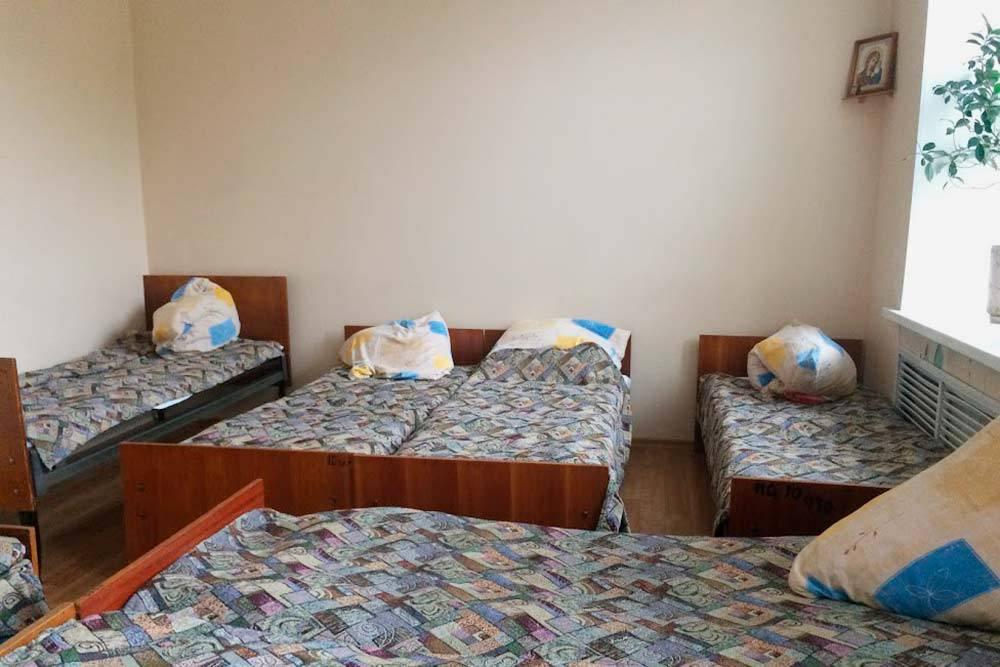 Часть лекарств, которые используют длялечения психиатрических заболеваний, вызывают сонливость. Поэтому в стационаре есть палаты, где можно поспать. Например, после капельницы