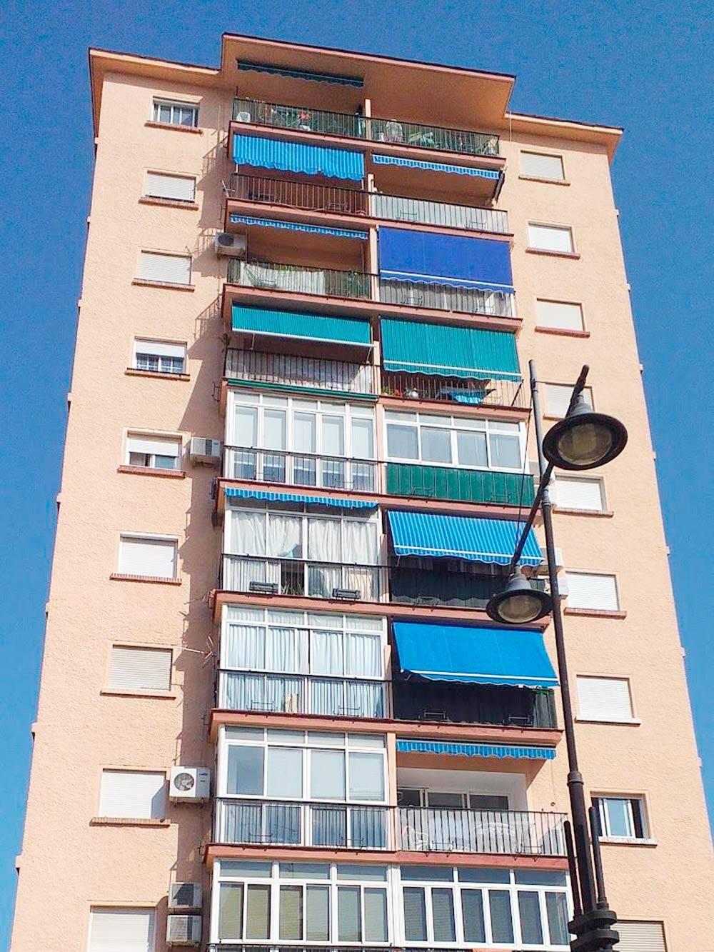 Типичный дом в Малаге, построенный в 70—80-х годах. Самое бюджетное жилье тут стоит от 500€ в месяц