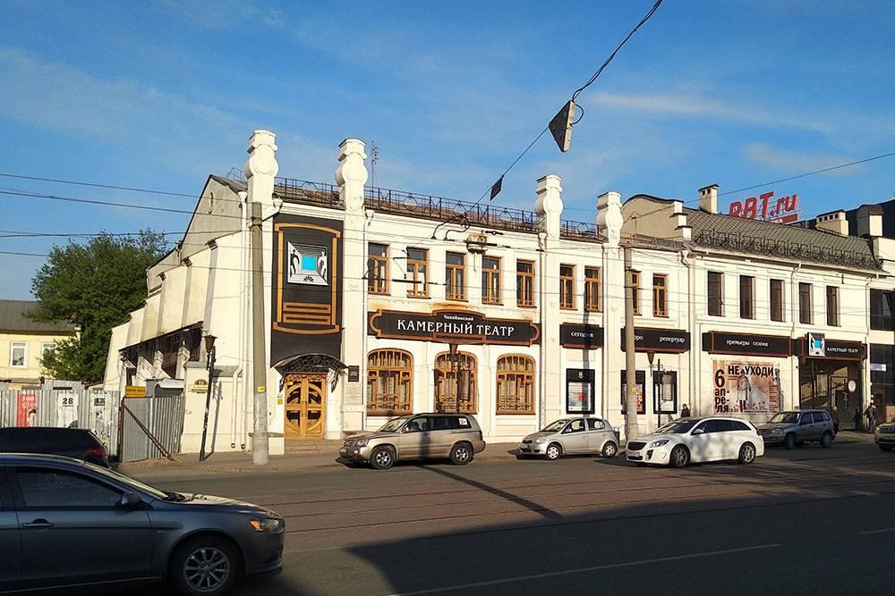 Нам с девушкой больше всего нравится Камерный театр. Билеты — от 300 до 1000 рублей