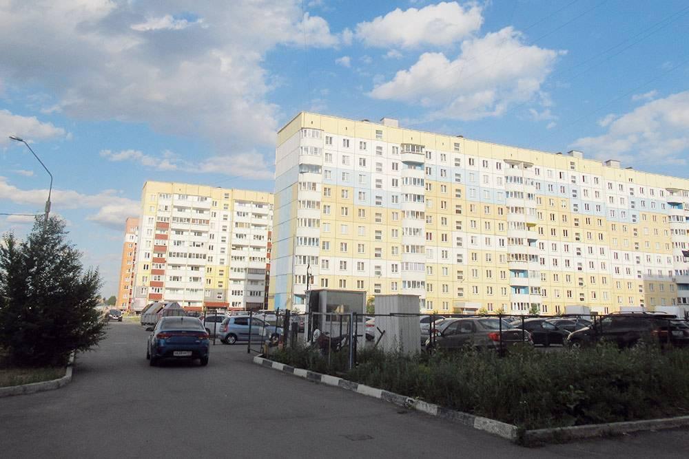 Новые дома в 147-м и 148-м микрорайонах. Квартиру под черновую отделку здесь можно купить даже за 1,2 млн рублей