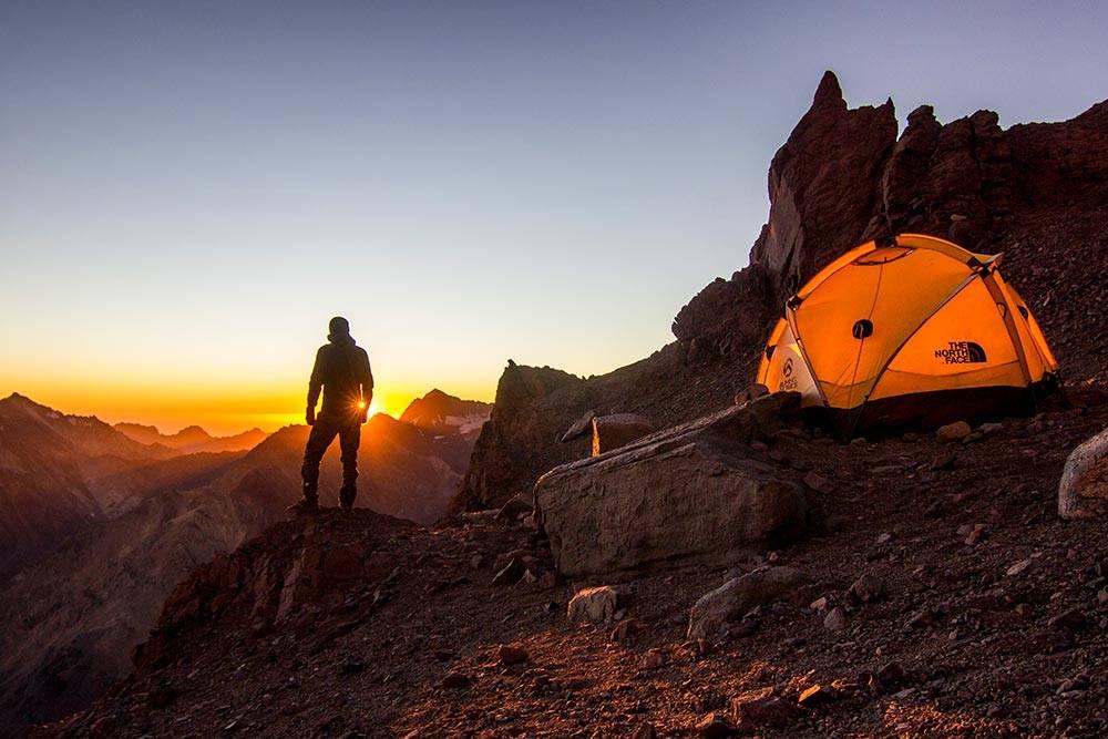 Чтобы комфортно чувствовать себя в лагере Кондорес, на высоте 5500метров, нужно снаряжение на 100—150 тысяч рублей. Это восхождение на Аконкагуа в Аргентине
