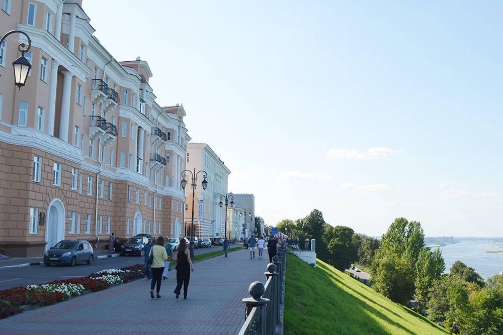 Сталинки на Верхневолжской набережной. Тут высокие потолки и красивый вид из окна. В одном из таких домов находится самая дорогая квартира Нижнего, она стоит 50 млн рублей