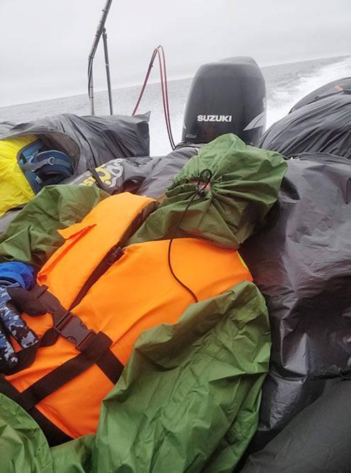 Когда едете наКамчатку, важно взять ссобой побольше непромокаемых вещей