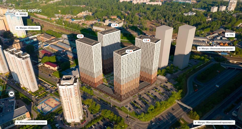 Через год после начала строительства соседний корпус ужеподведен подкрышу, в нашем заканчивают монтаж технического этажа, в двух остальных строят последний 32этаж