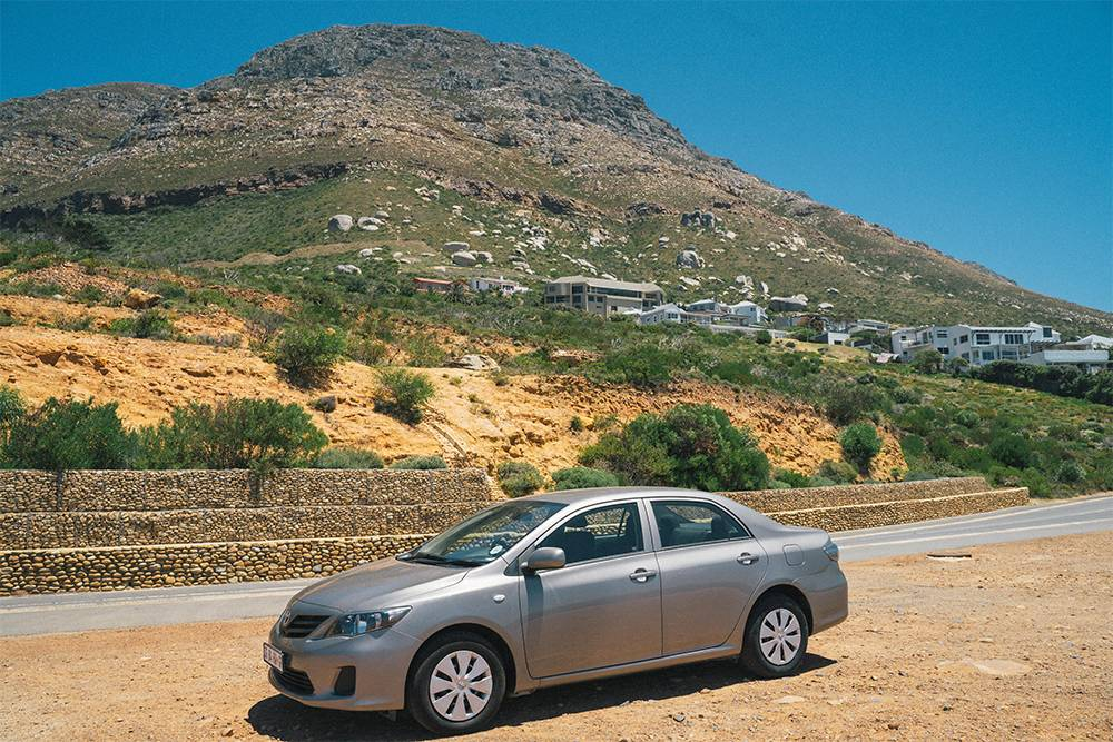 Наша машина не выделялась среди остальных и не привлекала внимания. Длякриминального Кейптауна это важные качества