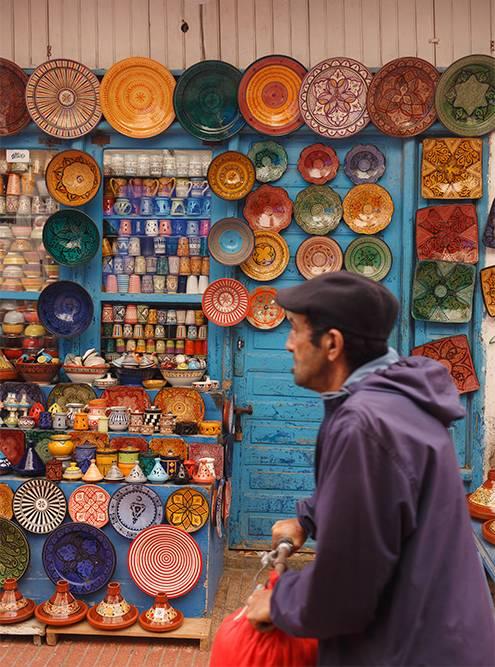 Торговцы украшают свои лавки так, что хочется зайти посмотреть, даже если не готов ничего покупать