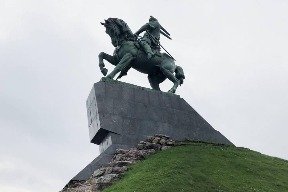 Намой взгляд, этот памятник передает силу иэнергию башкирского народа