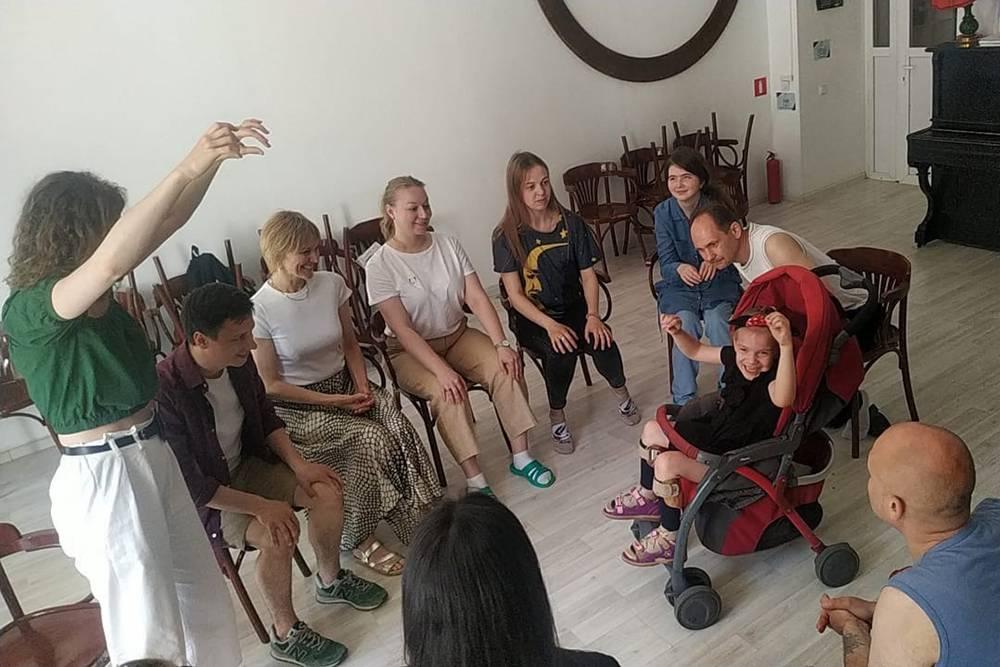 Актеры театра «Мастерская» в июне 2021 года провели тренинг по актерскому мастерству для артистов инклюзивного театра